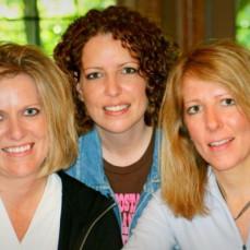 Sara and her sisters - Lisa Kunkel